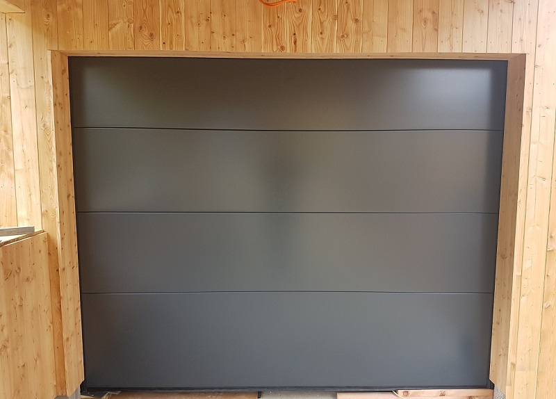 Garážová brána vo farbe Antracit RAL 7016